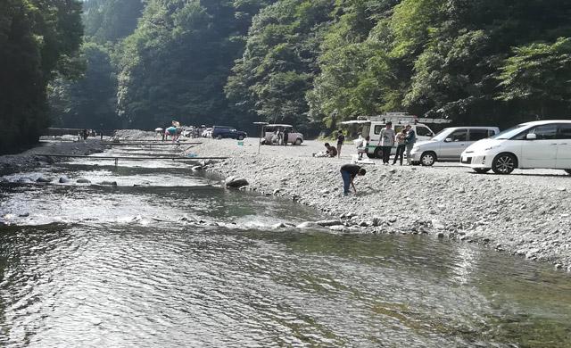 早戸川国際マス釣場の駐車場