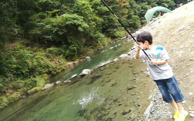 早戸川国際マス釣場で釣る