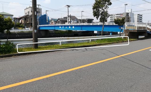 磯子橋バス停の対岸