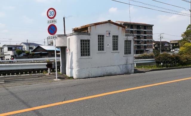 八幡橋すぐ横のトイレ