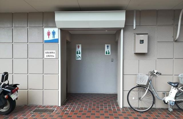 釣り場近くのトイレ