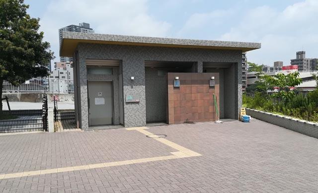 潮見橋横のトイレ